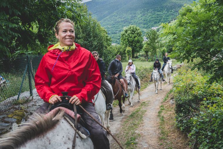 Auf dem Pferd durch die Pyrenäen.