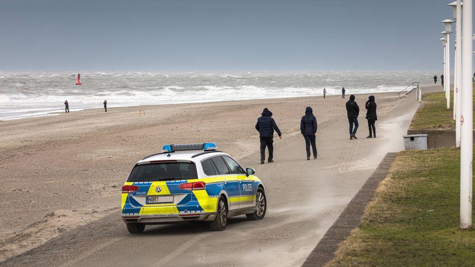Touristen droht eine Strafe, wenn sie die Insel nicht schnellstmöglich verlassen.