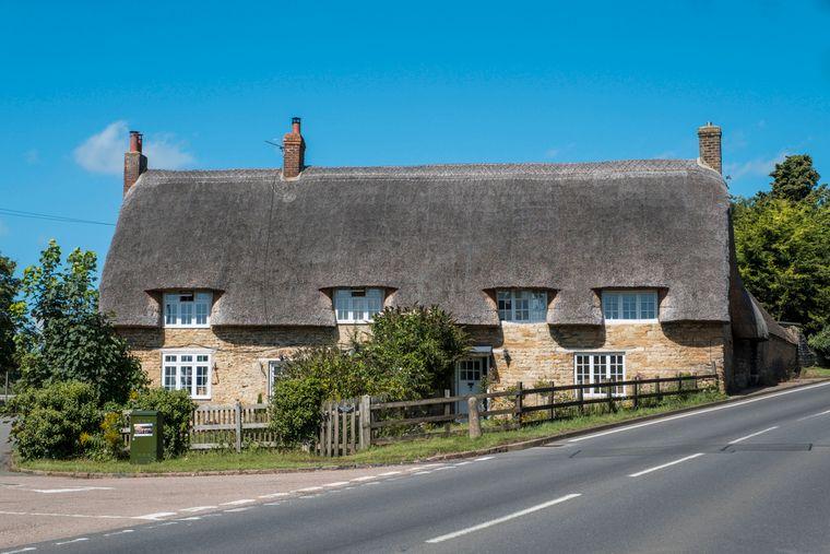 Besonders typisch in der Region Northamptonshire sind die strohgedeckten Häuser.