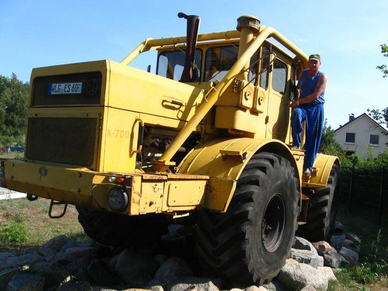 Was für ein Gerät: Der russische Koloss K 700 in der Traktorenwelt.