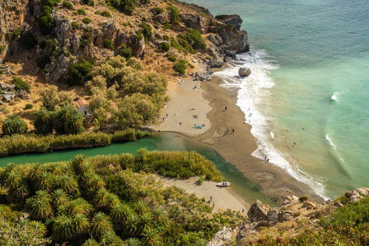 Mündung des Flusses Megalopotamos am Palmenstrand von Preveli auf Kreta.