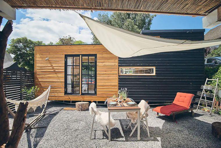 Charmant eingerichtet und mit Terrasse überzeugt dieses Tiny House im Sauerland.