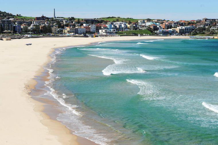 Der beliebte Bondi Beach in Sydney ist eigentlich immer voller Menschen.