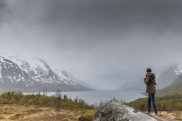 Die Fjorde bei Tromsø sind selbst wolkenverhangen imposant.
