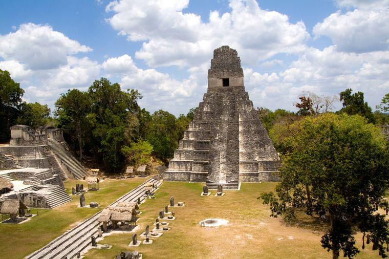"""Die Rebellenbasis auf Mond Yavin 4 war in Episode IV in der Ruinenstadt Tikal in Guatemala stationiert. Auch für die Ruinen des alten Sith-Imperiums in """"Rogue One: A Star Wars Story"""" war der Maya-Tempelkomplex Vorlage."""