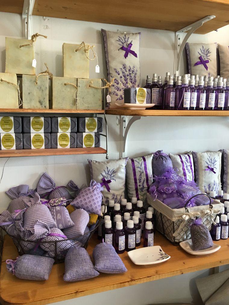 Egal ob Seife, Duftsäckchen mit Blüten oder Öl: Lavendel ist in der Provence in vielen Arten als Souvenir erhältlich.