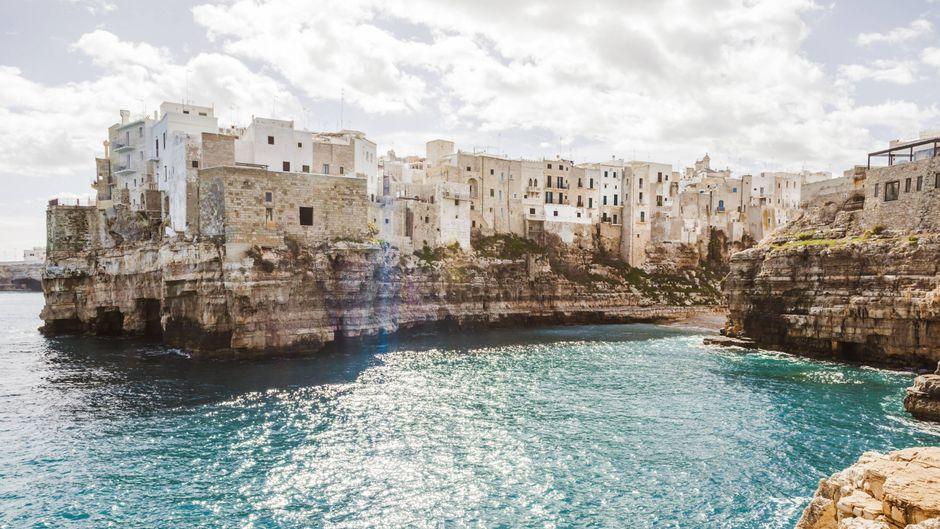 Polignano a Mare in Apulien ist ein Ort wie aus einem Bilderbuch – für dessen Besuch Urlauber gerade Eintritt bezahlen müssen.
