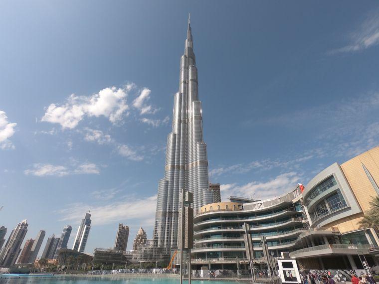 Das Burj Khalifa gilt mit über 800 Metern als das höchste Gebäude der Welt.