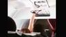 Facebook-Video zeigt eine Frau, die ihre Unterhose im Flugzeug trocknet.