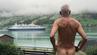 Svein Ingvald Opdal (71) protestiert nackt gegen die Kreuzfahrt in Norwegen.