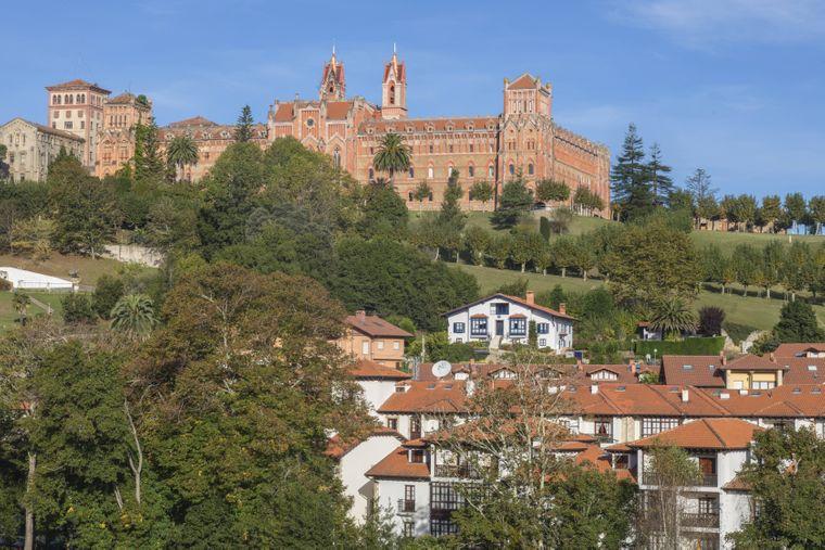 Im Städtchen Comillas befindet sich eine der berühmtesten akademischen Institutionen Spaniens, die Päpstliche Universität Comillas. C imago/Joana Kruse