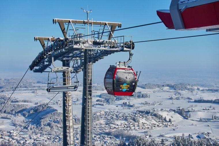 Die Alpspitzbahn bringt dich auf den Berg, sowohl im Sommer als auch im Winter: Skifahren, Wandern oder Sommerrodelbahn, worauf hast du Lust?