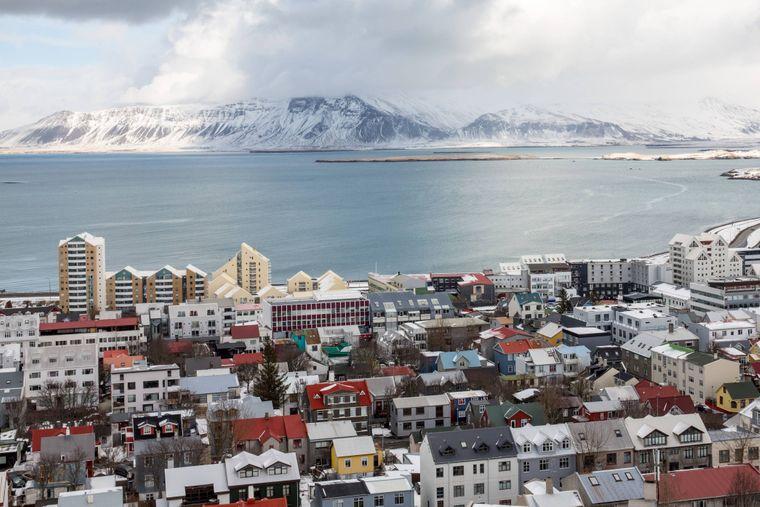 In den bunten Häusern Reykjaviks findest du zahlreiche Restaurants und Cafés.