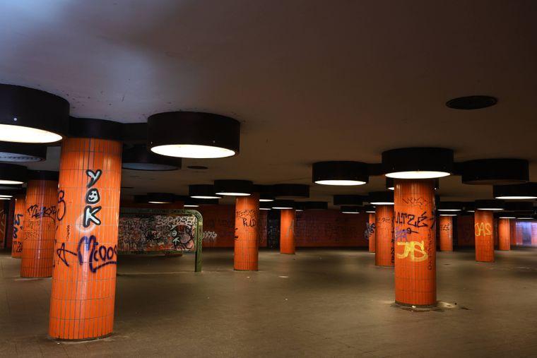 Unterführung am Messedamm zwischen S-Bahn-Ring, ICC und Busbahnhof Berlin-Charlottenburg.