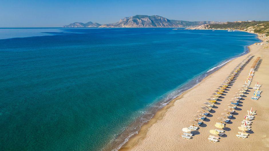 Kos oder Korfu? In diesem Fall siehst du einen Strand von Kos.