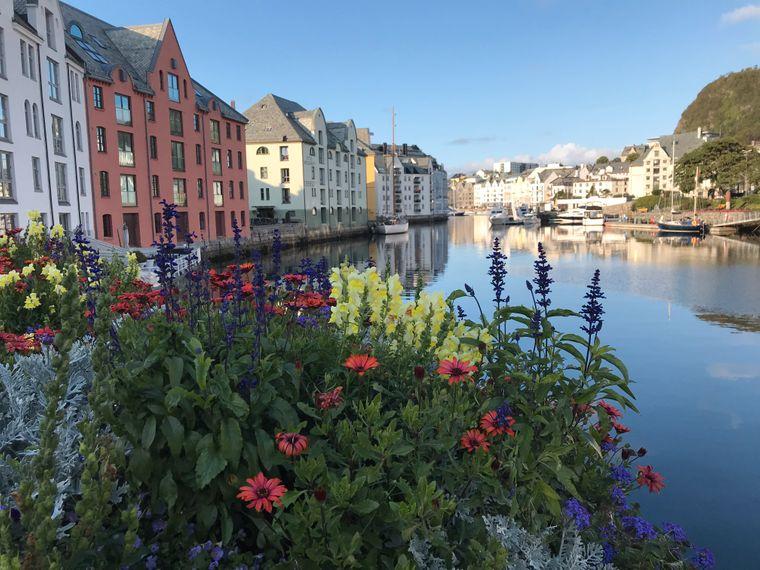 Zur Jugendstilstadt Ålesund gehört auch ein sehenswerter Hafen.
