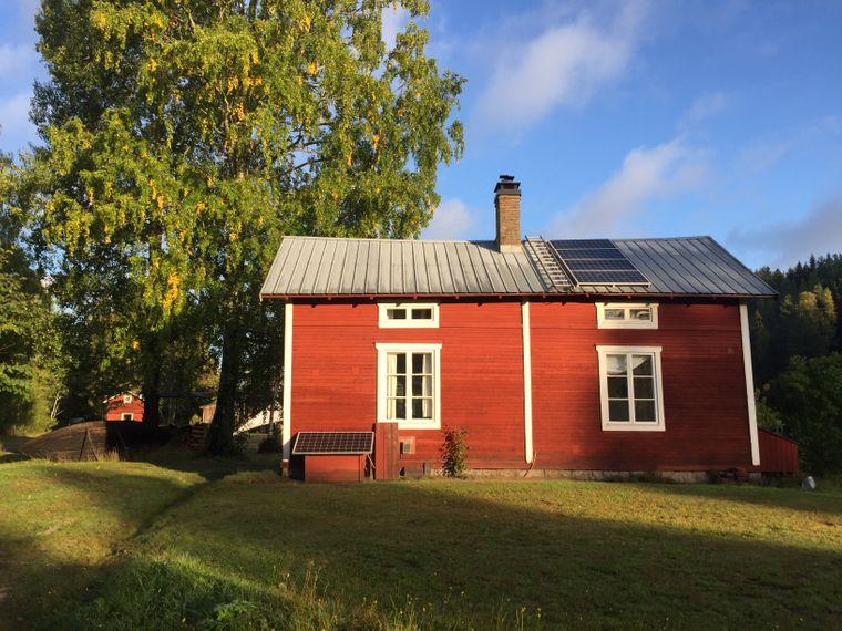 Typisch schwedisch ist das rot angestrichene Haus der Farm von Hesse. Früher war es eine Bäckerei, heute können dort Gäste übernachten.