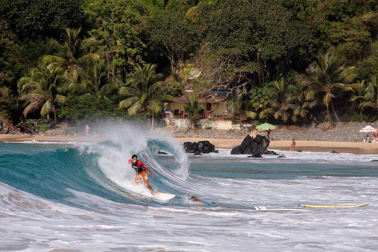 Wassersportarten wie Surfing, ist auf Fernando de Noronha sehr beliebt.