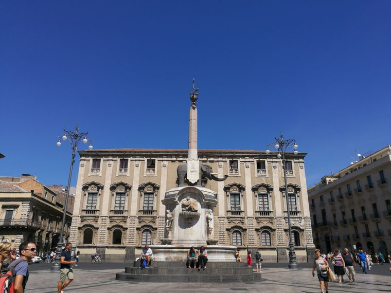 Hingucker auf der Piazza Duomo: Der Elefantenbrunnen.