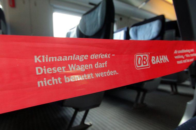 ICE der Deutsche Bahn AG: Auf der Strecke zwischen Frankfurt und München ist an einem heißen Sommertag die Klimaanlage im ICE ausgefallen.