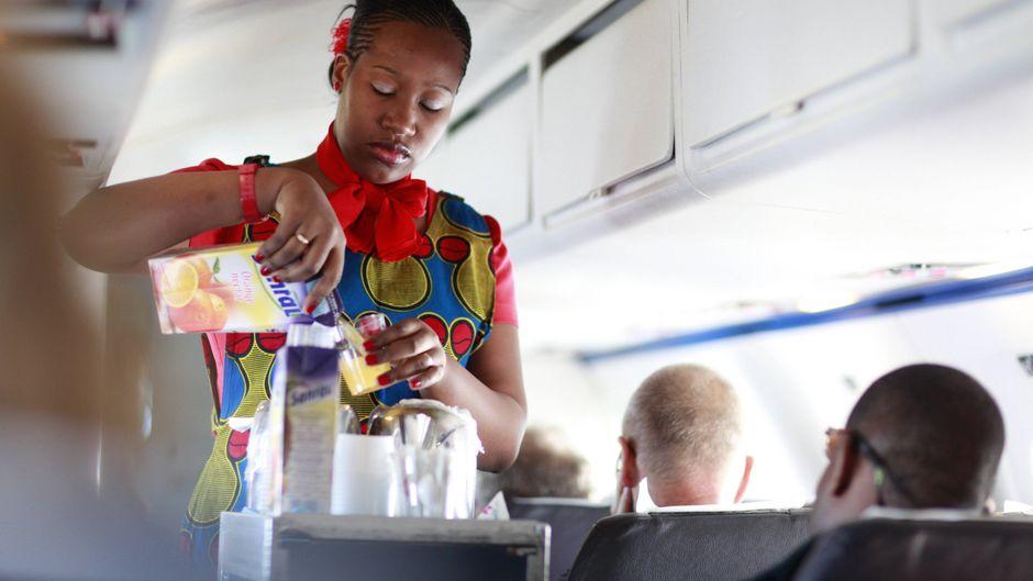 Stewardess der Fluglinie Linhas Aéreas de Moçambique.