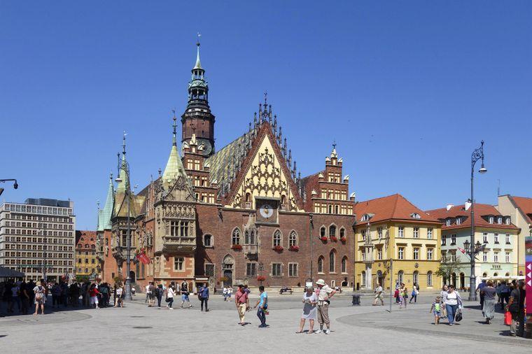 Der Martkplatz in Breslau mit dem alten Rathaus.