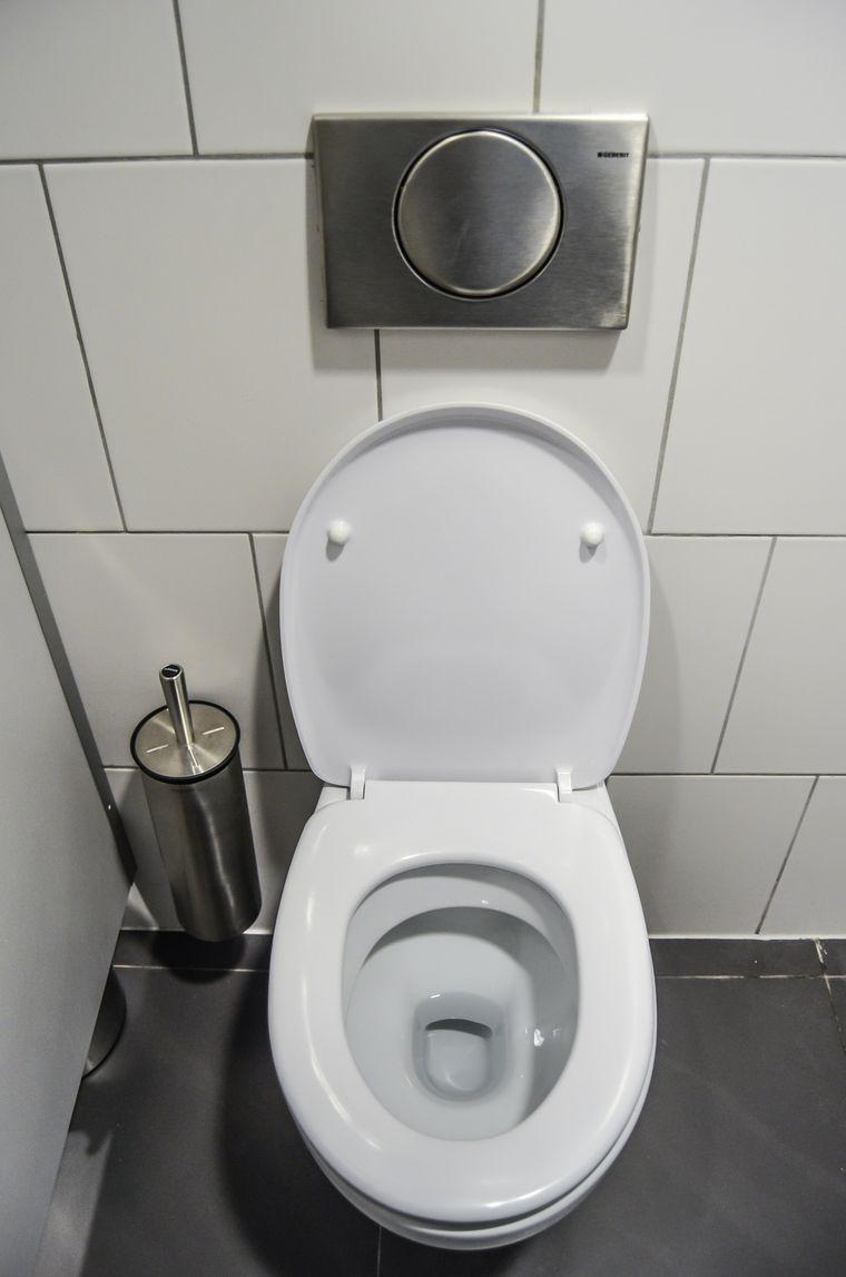 Ein öffentliches WC am Flughafen.