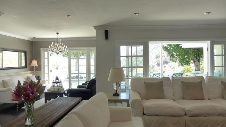 Wohnzimmer des Promi-Airbnb in Los Angeles