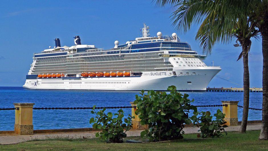 """Die """"Celebrity Silhouette"""" auf Kreuzfahrt für Celebrity Cruises."""