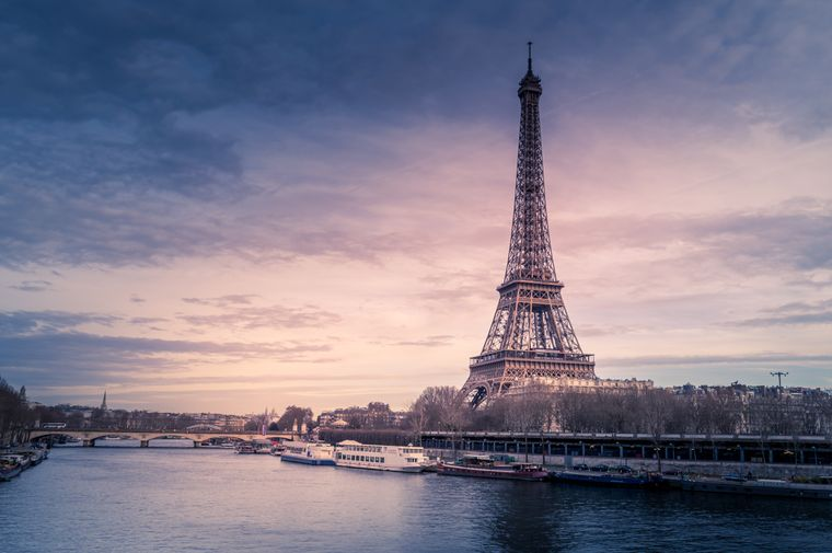 An ihm kommst du in Paris nicht vorbei: der Eiffelturm zählt zu den meistbesuchten Sehenswürdigkeiten der Stadt.