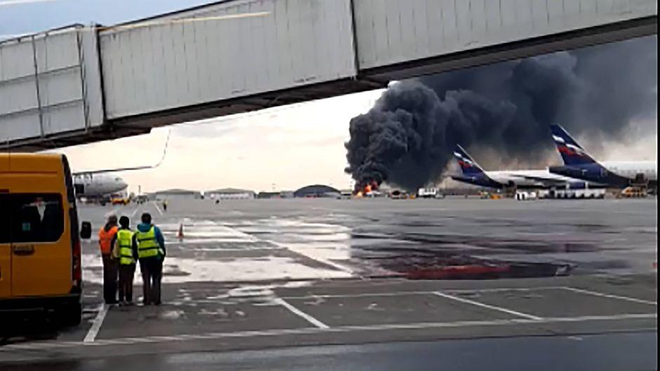 Der Jet von Aeroflot ging nach der Notlandung in Flammen auf – an Bord waren 78 Menschen.