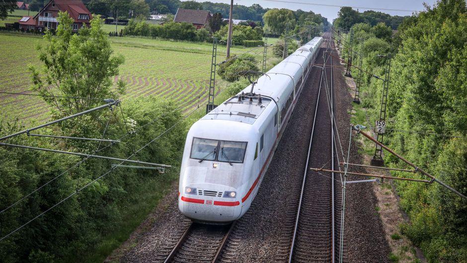 Die Deutsche Bahn meldet über ihre App ab jetzt zu volle Züge. (Symbolbild)