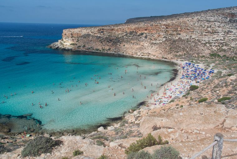 Der Strand Spiaggia dei Conigli in Lampedusa ist sehr beliebt.