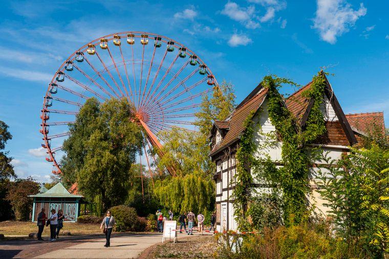 Das 45 Meter hohe Riesenrad im Spreepark Berlin, dem ehemaligen DDR-Kulturpark Plänterwald in Berlin-Treptow.