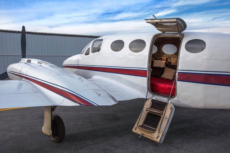 In dieser kleinen Maschine ist Sex im Flugzeug quasi Pflichtprogramm.