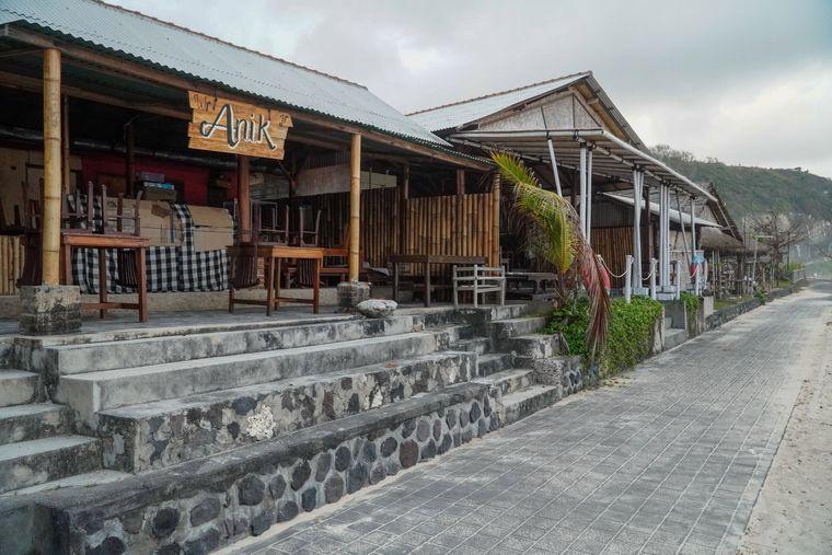 Geschlossene Läden am Pandawa Beach in Badung auf Bali.