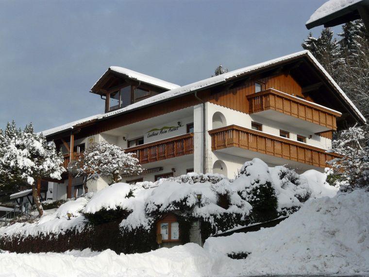 Mitten im Nationalpark Bayerischer Wald bietet die Pension den optimalen Ausgangspunkt für Wanderungen.