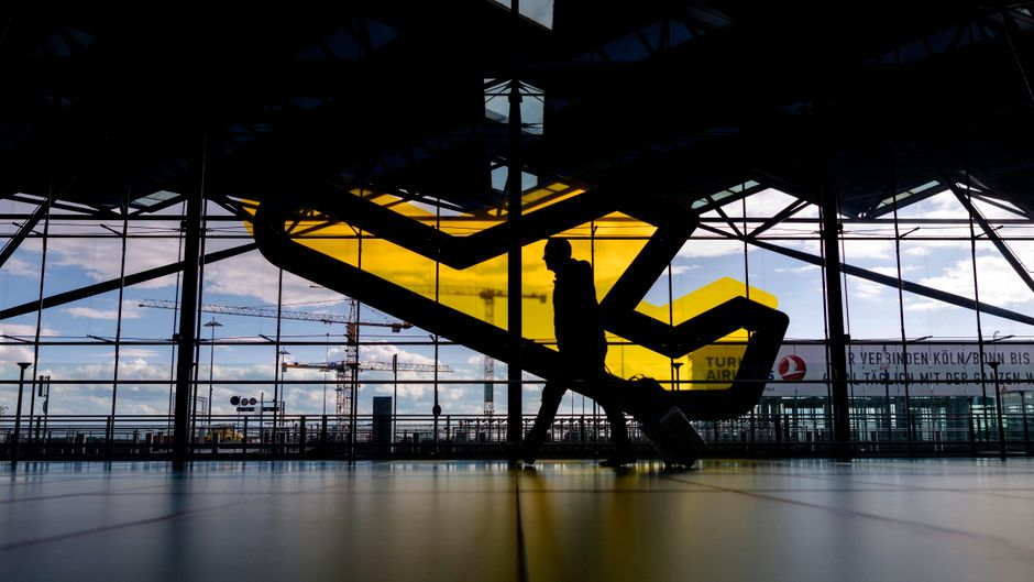In der Hochphase der Corona-Pandemie wurden die meisten Flüge gecancelt. (Symbolbild) Foto: imago images/imagebroker
