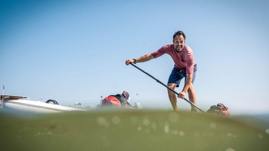 Christo Foerster paddelt mit dem SUP nach Helgoland