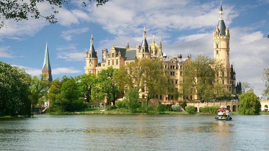 Schloss Schwerin: Märchenhaft verzaubert es seine Besucher.