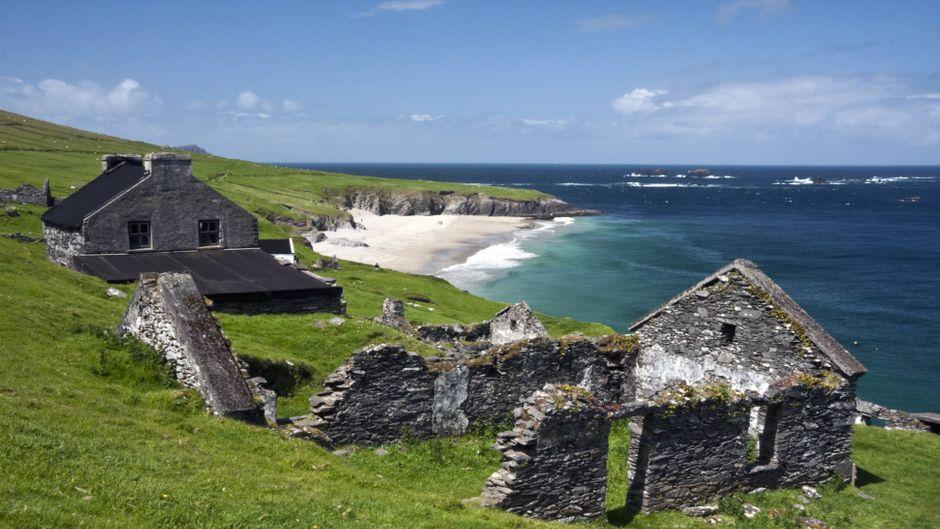 Hier kannst du kostenlos wohnen: Great Blasket Island in Irland. Deine Unterkunft ist aber in einem bessere Zustand.