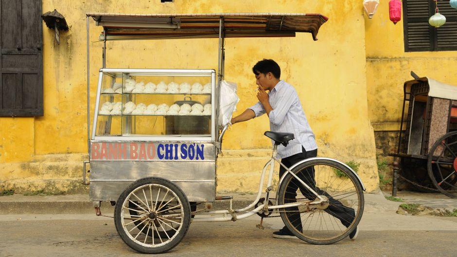 Streetfood spielt in Vietnam eine wichtige Rolle. Die kleinen Garküchen und Stände findest du überall.