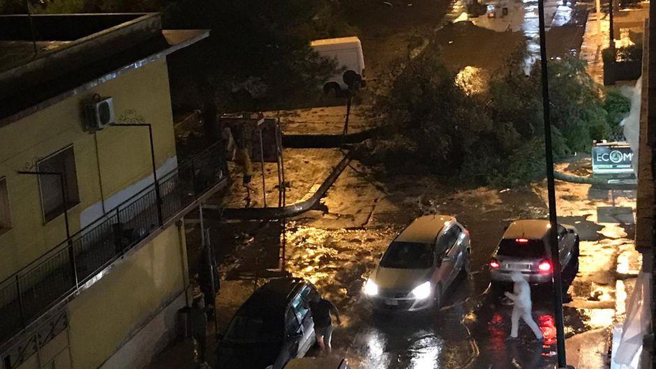 In Italien sorgen Unwetter für chaotische und gefährliche Situationen.