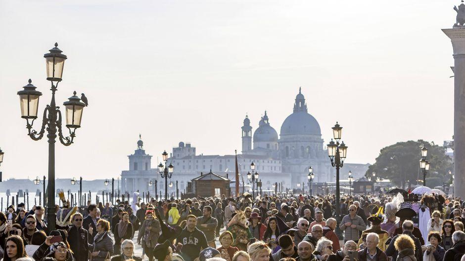 Venedig lockt jährlich Millionen von Touristen an – zu viele.