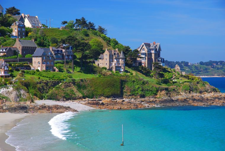 Perros-Guirec liegt an der traumhaften rosa Granitküste.