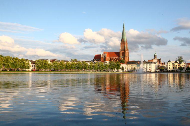 Perspektivwechsel: Auch vom Wasser aus ist Schwerin schön anzusehen.
