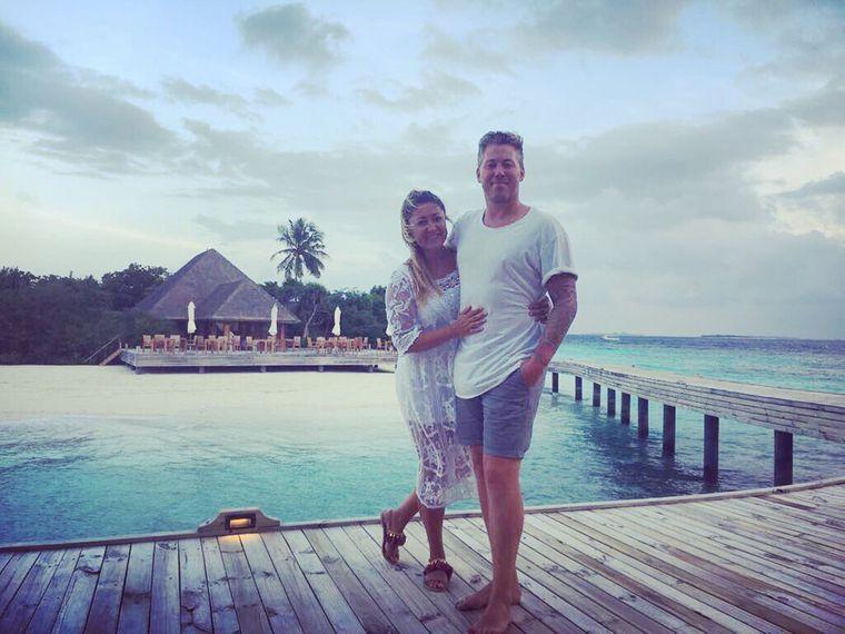 Gina und Mark aus England haben während ihrer Flitterwochen betrunken ein Hotel in Sri Lanka gekauft.