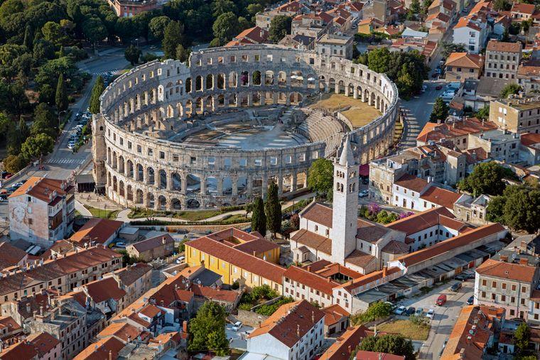 Luftaufnahme von Pula in Istrien.