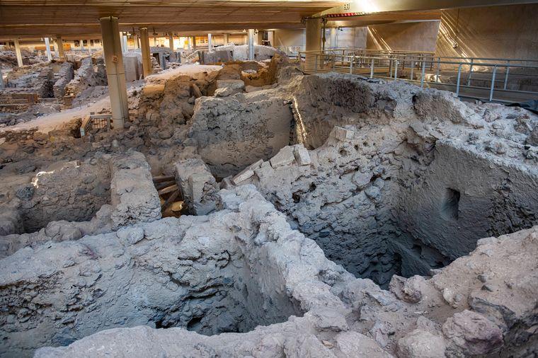 In Akrotiri wird noch heute gegraben, denn Fachleute gehen davon aus, dass noch nicht alle Gebäude des Ortes freigelegt wurden.