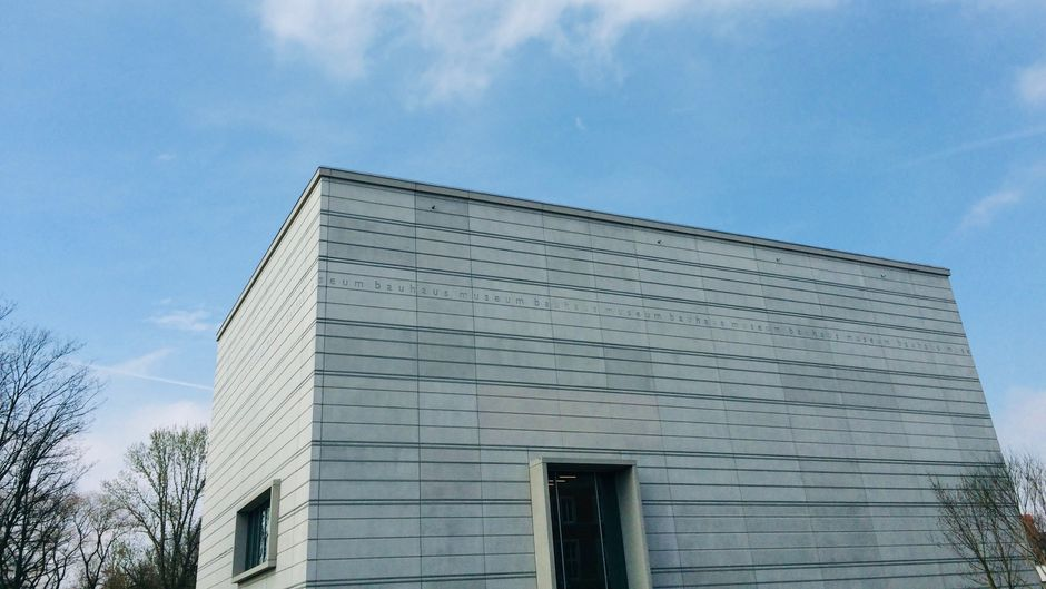 Das neu gebaute Bauhaus-Museum in Weimar.